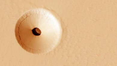 nasa hole on mars