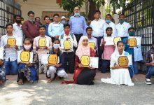 Photo of मैट्रिक परीक्षा में सफलता का परचम लहराने वाले छात्र- छात्राओं को जिलाधिकारी द्वारा प्रशस्ति पत्र प्रदान किया गया