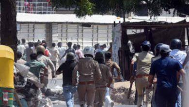 """Photo of """"ये पीड़ित हैं ,अपराधी नहीं !"""" : गुजरात हाई कोर्ट ने दिया 33 प्रवासी मजदूरों को जमानत"""